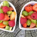 Dvě misky s ovocem